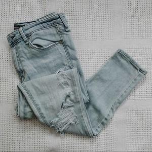 A+F   Light Wash Distressed Skinny Jeans Sz 27